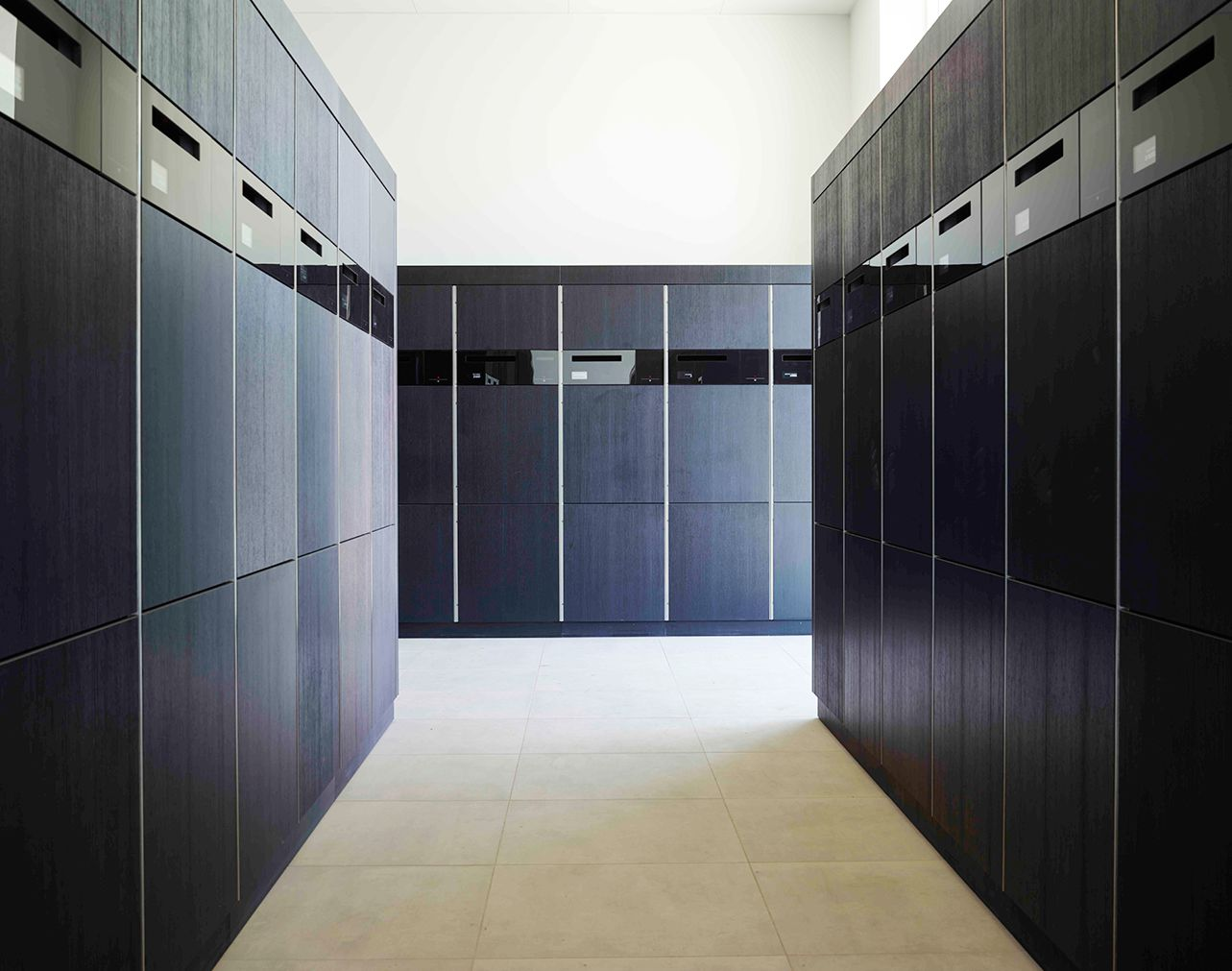 ertzberg-wewo-lockers-touch-1